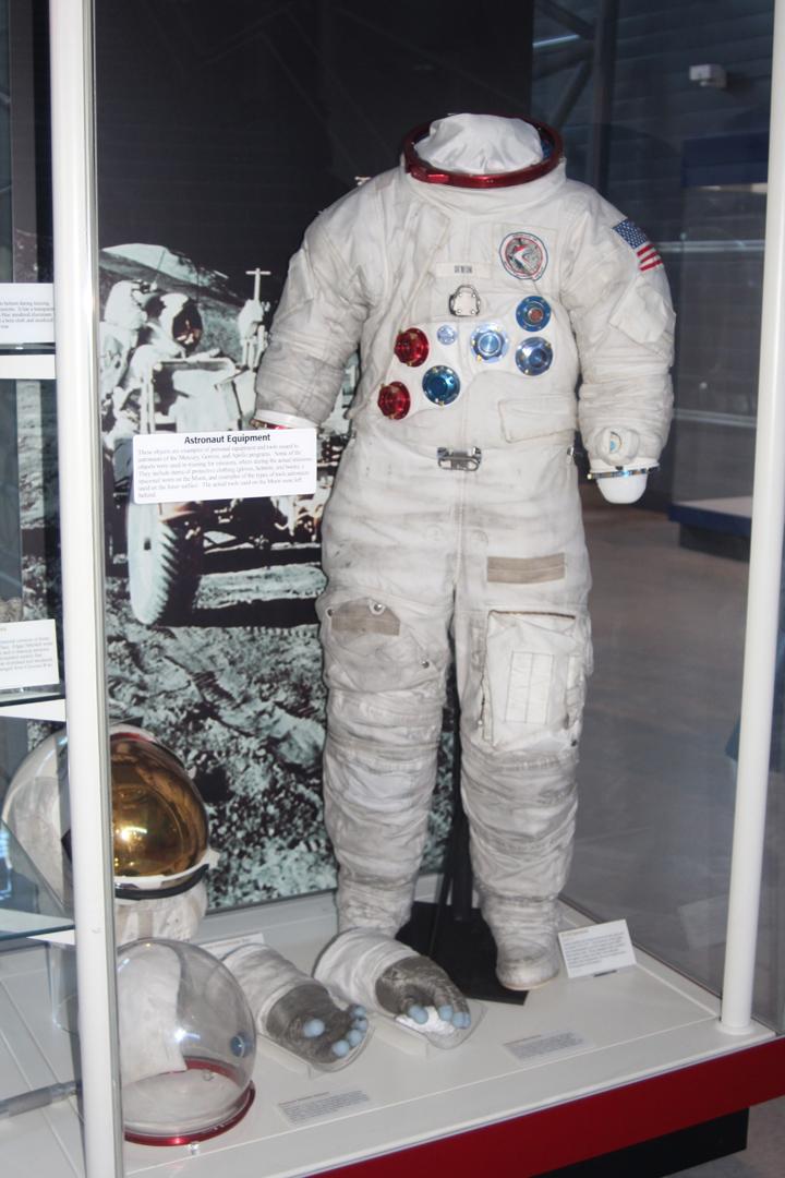 Jim Irwin suit 3