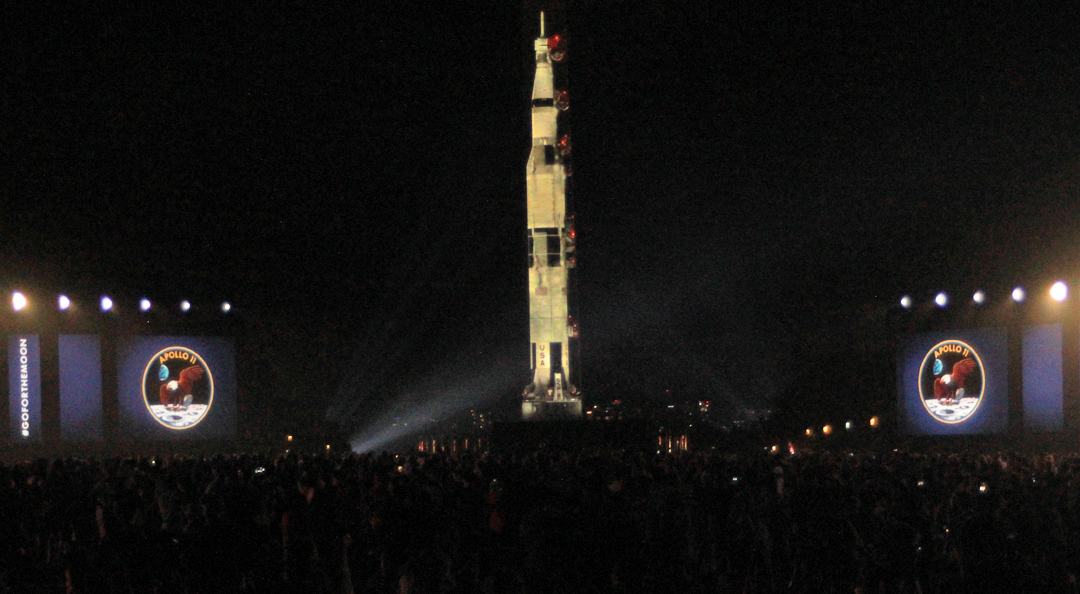Saturn V on the monument